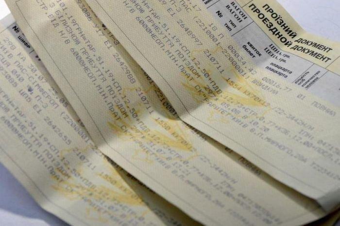 """Деньги за билеты не возвращают месяцами: """"Укрзалізниця"""" угодила в скандал из-за отмены поездов"""